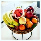 Pause fruitée au bureau 🍓🤓🍊 #fruitezvouslavie  —- #panier #panierdefruit #qvt #pausegourmande #fruit #panierdefruits #fruits #fruitsrouges #summervibes #healthyfood #healthylifestyle #vegan #veganfood #fruitlover #happyfruit #local #saison #nicefrance #nicecotedazur #pechemignon #envie #livraisonadomicile #livraison #panierpersonnalisé #entrepreneur #entreprise #mangersainement #mangermieux #manger5fruitsetlegumesparjour
