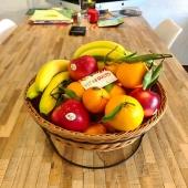 Pause fruitée au bureau 🤓🍊🍎 Découvrez nos solutions sur mesure pour votre entreprise !  Lien en bio 🔗 —— #qvt #bienetreautravail #fruit #panierdefruits #fruitsdesaison #fruits #healthyfood #break #pausecafé #pausegourmande #work #entreprise #santeautravail #cotedazur #cotedazurfrance #nice06 #nicecotedazur #nicefrance #fruitlover #happyfruit #healthy #healthylifestyle #yummy #foodstagram #foodporn #vitamines #banana #pomme