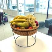 Un panier de fruits au bureau 😍 Vitaminez votre entreprise avec VitaFruits 🍎🍊🍐🍇 Livraison toujours gratuite 🌞 —- #paniersdefruits #fruit #panierdefruits #fruits #fruitlover #happyfruit #bienetreautravail #qvt #santeautravail #work #entreprise #fruitezvouslavie #nicefrance #cotedazurfrance #nice06 #healthylifestyle #healthyfood #yummy #veggie #veggiefood #colorful #colorfood #yummyfood #vitamines #cagnessurmer #pausegourmande #pausecafé #pause #breakfast #break
