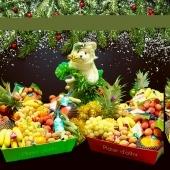 Paniers de Noël chez VitaFruits ☃️🎁🎉🎊 Dites-le avec les fruits  Envoyez vos vœux vitaminés 🎁😍 —— #noel #cadeau #cadeaunoel #fruits #fruit #panierdefruit #fruitezvouslavie #cotedazur #cotedazurfrance #nicefrance #fete #event #surprise #colorful #fruitlover #christmas #fruitsdenoel #veggie #healthyfood #healthy #cagnessurmer #nicecotedazur #livraisonadomicile #voeuxvitaminé #event #findannee