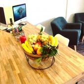 La pause fruitée au bureau 🍏🍇🥝🍊 Des vitamines naturelles à porter de main 🤩😍🤩 —- #pausefruitéeaubureau #panierdefruit #panierdefruitsaubureau #fruitezvouslavie #vitafruits #fruits #fruit #bureau #work #entreprise #qvt #bienetreautravail #santeautravail #mangersainement #yummy #yummyfood #healthyfood #healthylifestyle #vegan #healthy #veganfood #fruitlover #happyfruit #nice06 #nicecotedazur #cotedazurfrance #cagnessurmer #evenement #noel #cadeau